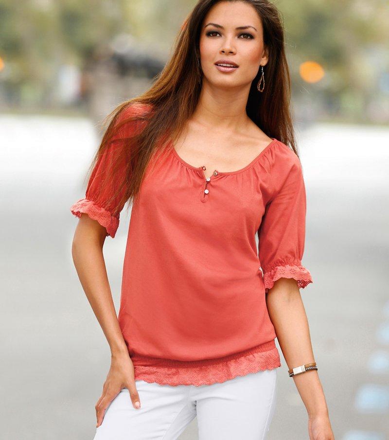 Camiseta mujer manga corta con bordado suizo