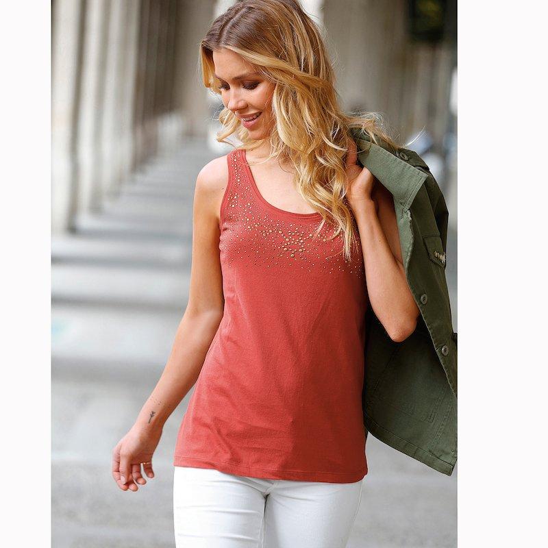 Camiseta mujer sin mangas con aplicaciones metálicas