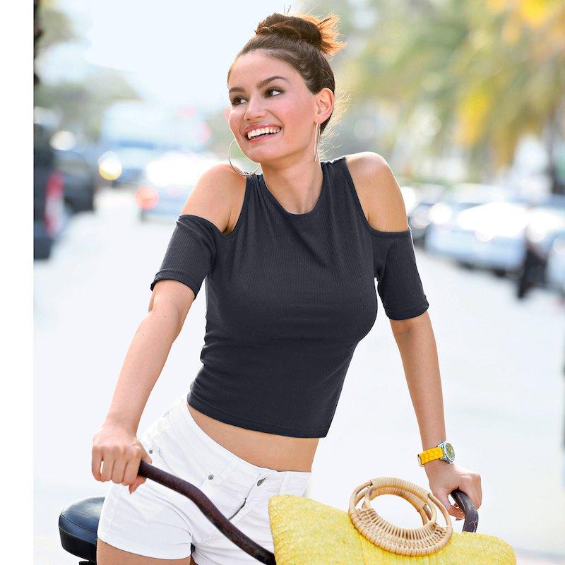 Camiseta corta mujer con hombros al descubierto
