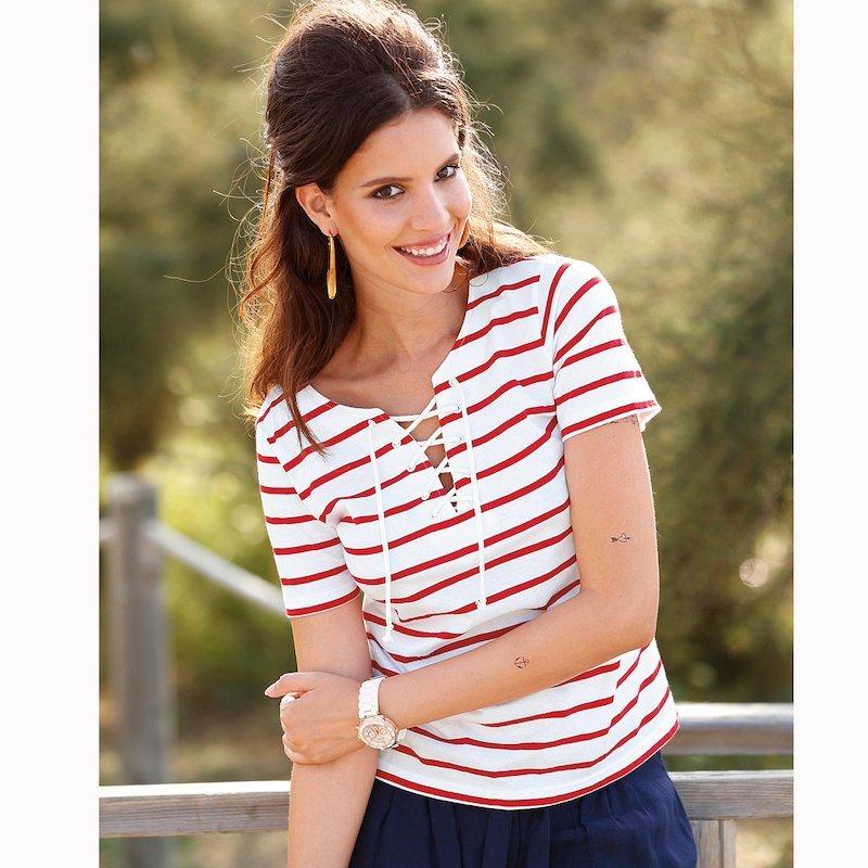 Camiseta marinera de rayas con cordón