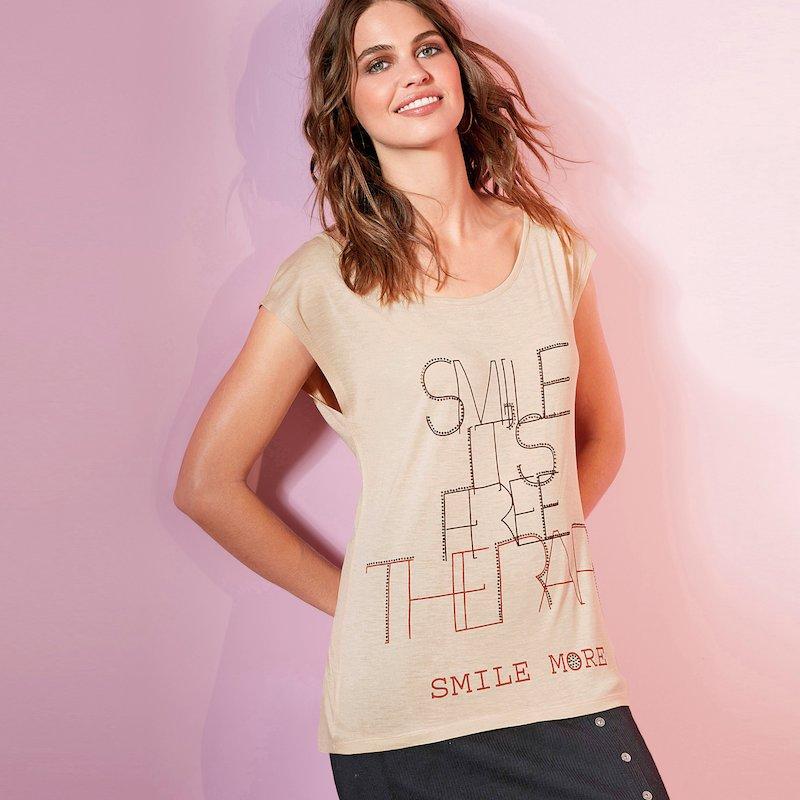 Camiseta estampada con aplicaciones de strass