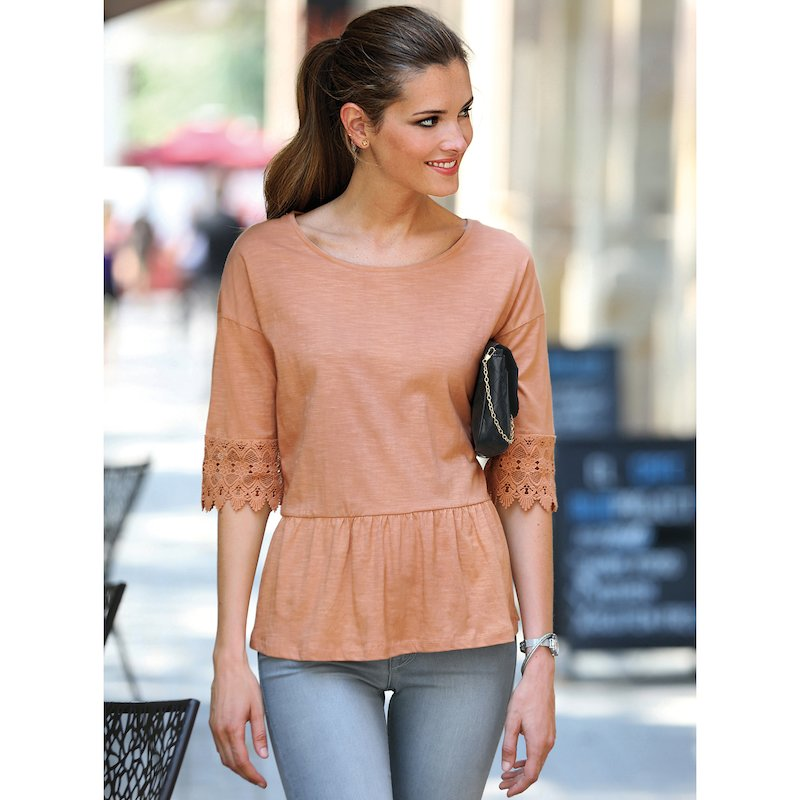 Camiseta mujer con guipur a tono en las mangas