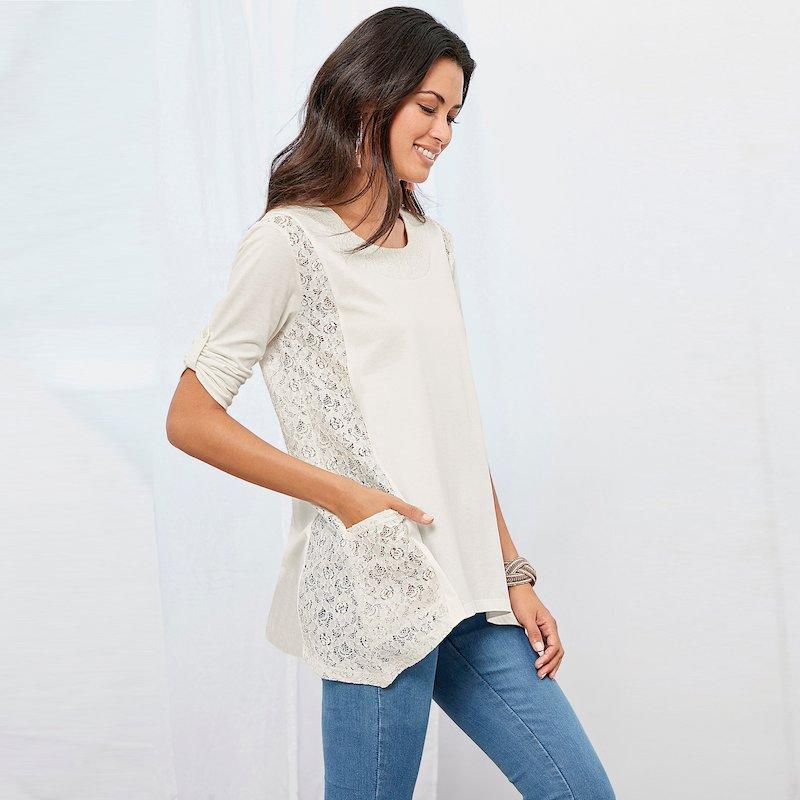 Camiseta asimétrica manga regulable y puntilla
