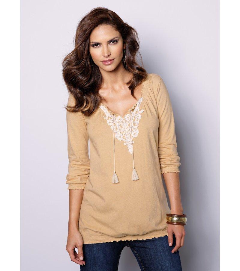 Camiseta mujer manga 3/4 con guipur y borlas