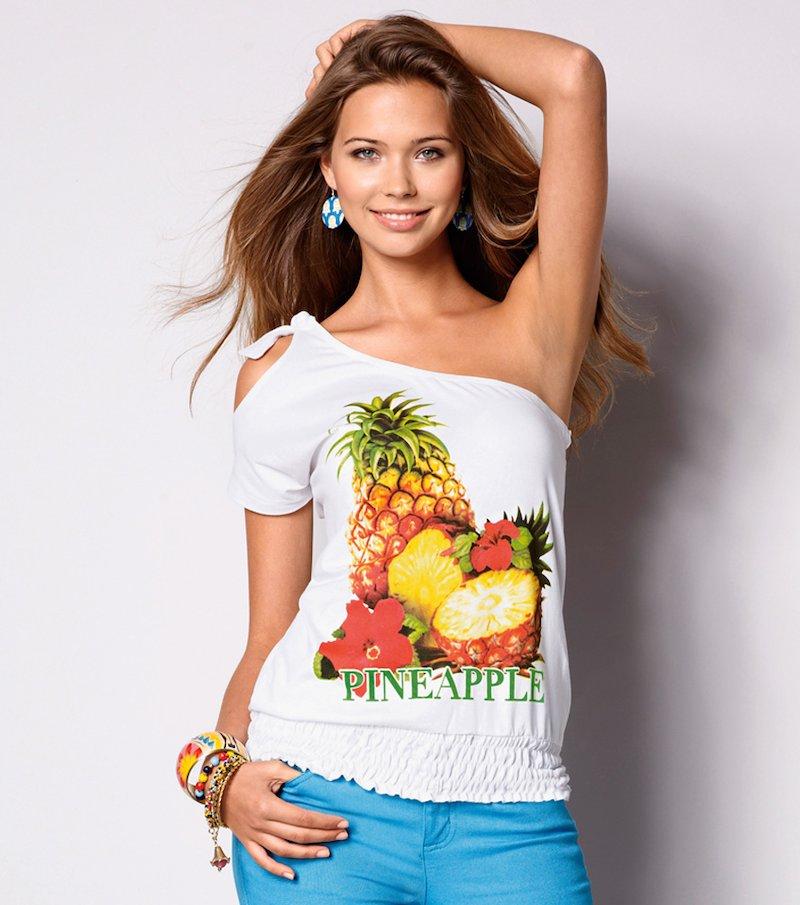 Camiseta mujer asimétrica con estampado frutas