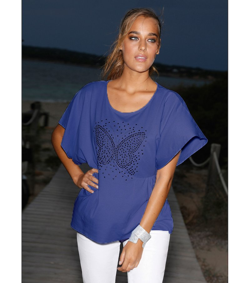 Camiseta mujer con strass y tachuelas mariposa