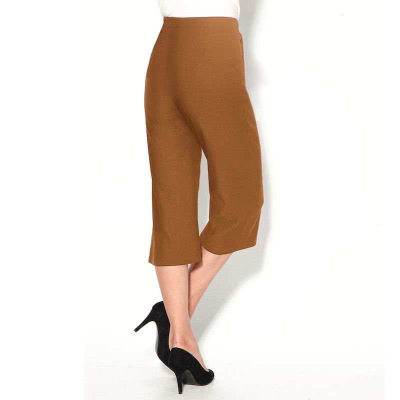 Pantalón corsario de antelina con bolsillos