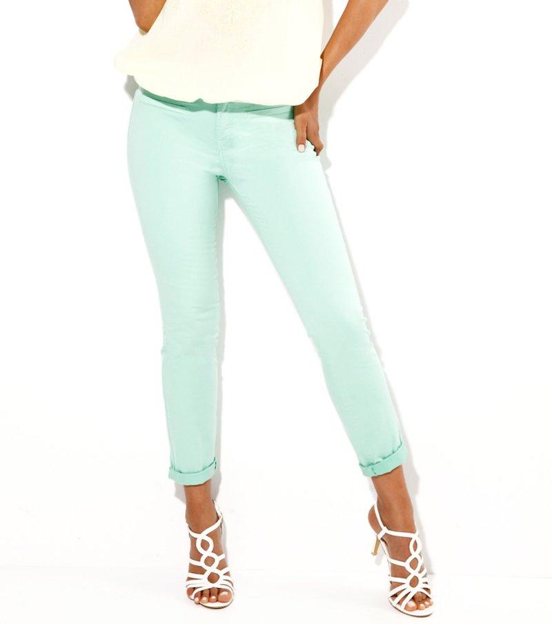 Pantalón mujer verde en tejido elástico con pinzas