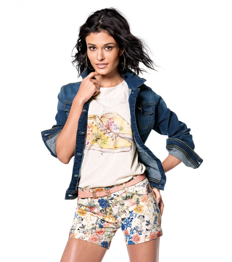Pantalón short mujer elástico tiro bajo flores