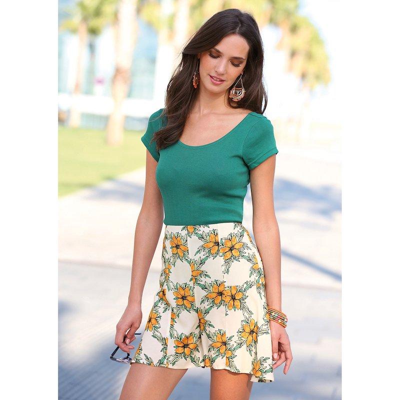 Pantalón corto tipo falda estampado floral con vuelo