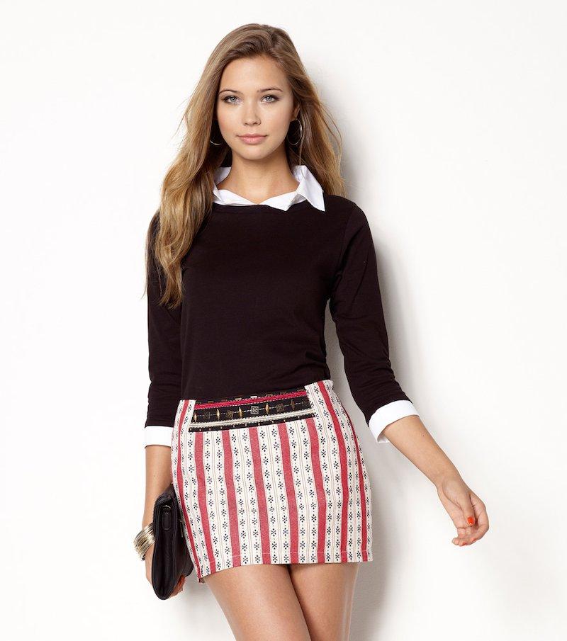 Falda corta diseño tejido tricolor rojo