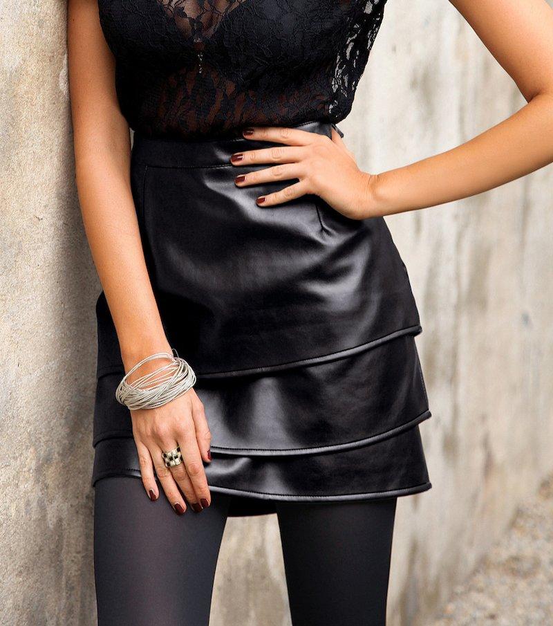 Falda mujer símil piel de volantes