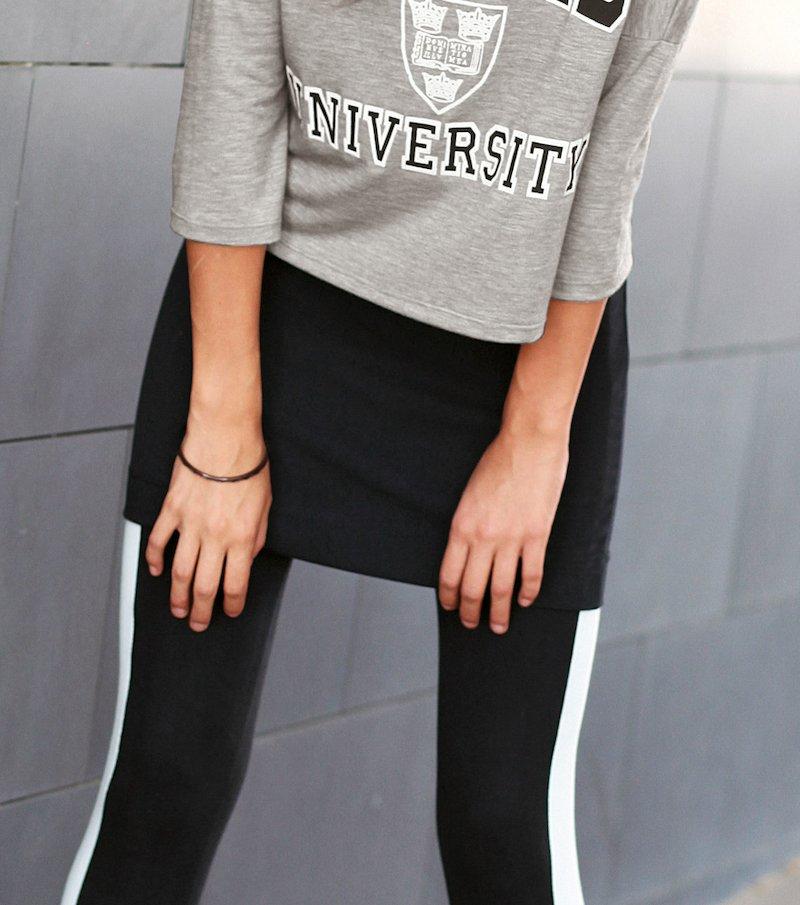 Falda corta de punto con cinturilla elástica