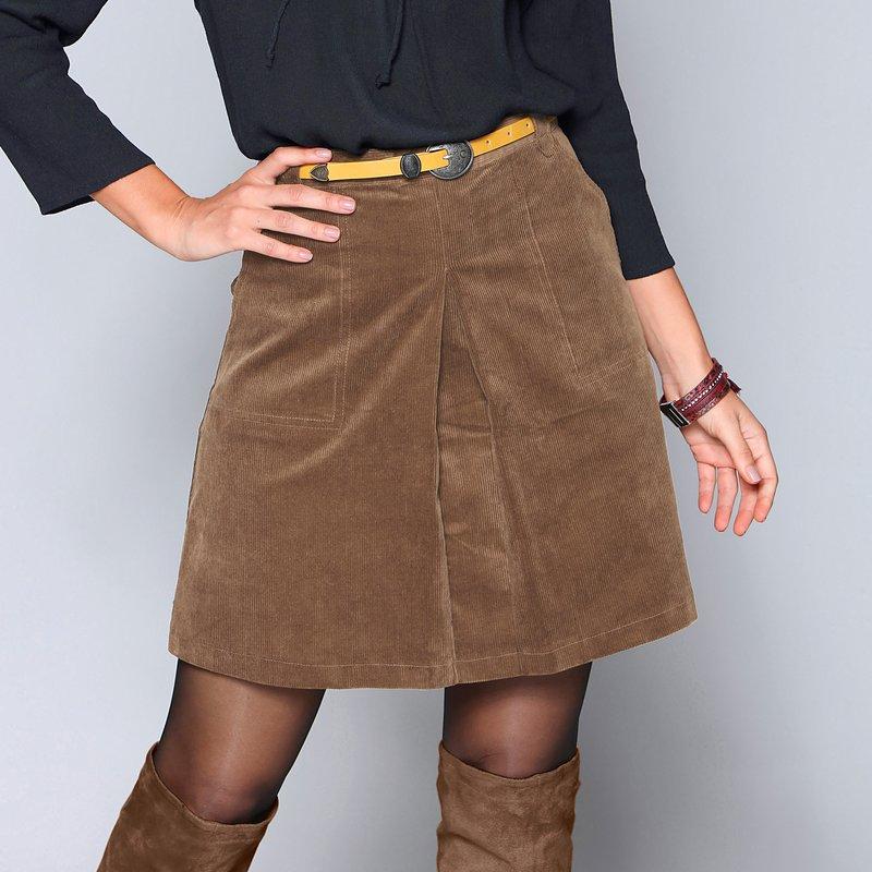 Falda corta de pana de línea evasé con tabla central