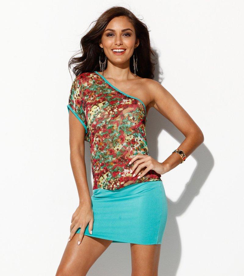 Vestido escote asimétrico con hombro descubierto - Verde