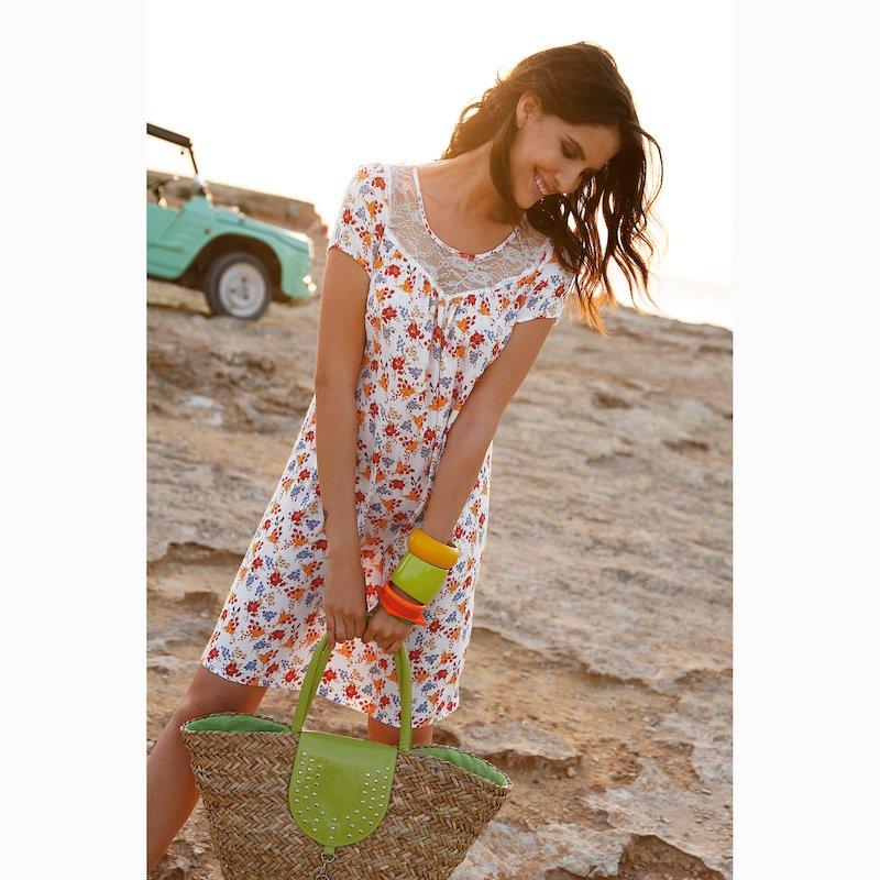 Vestido corto de flores con canesú de encaje