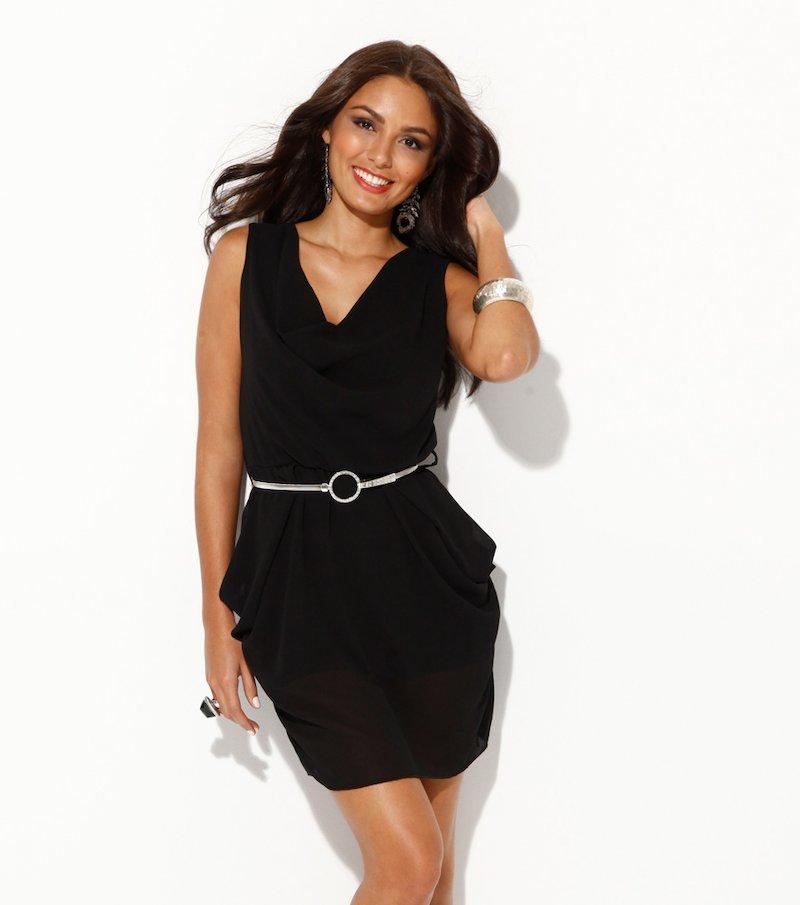 Vestido mujer negro con cinturón de cadena