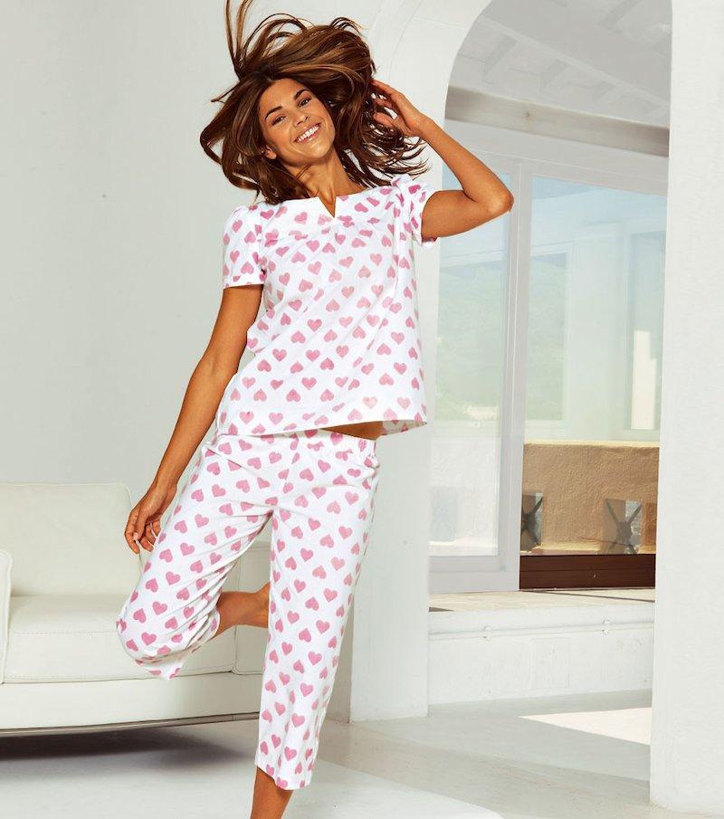 Pijama de camisola y pantalón pirata