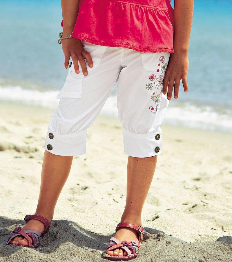 Pantalón corsario niña bordado
