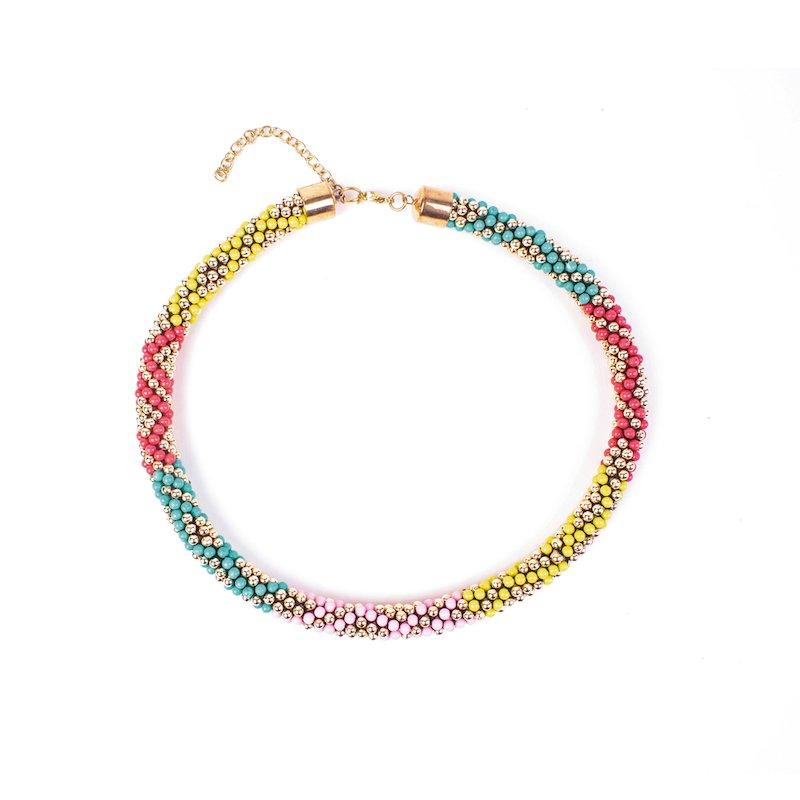 Collar cordón multicolor con abalorios