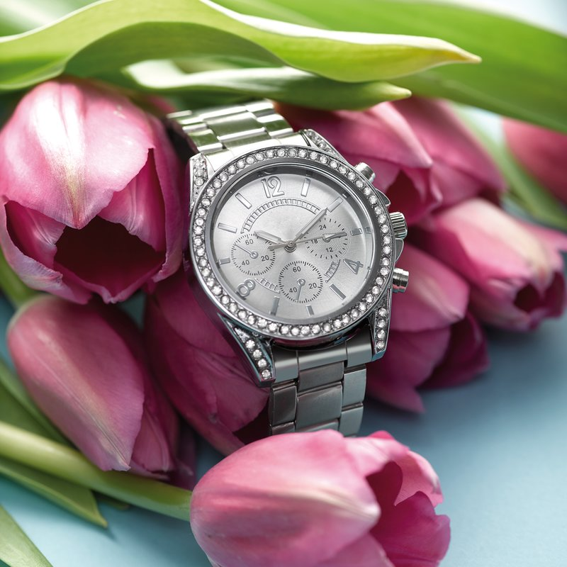 Reloj con incrustaciones de strass