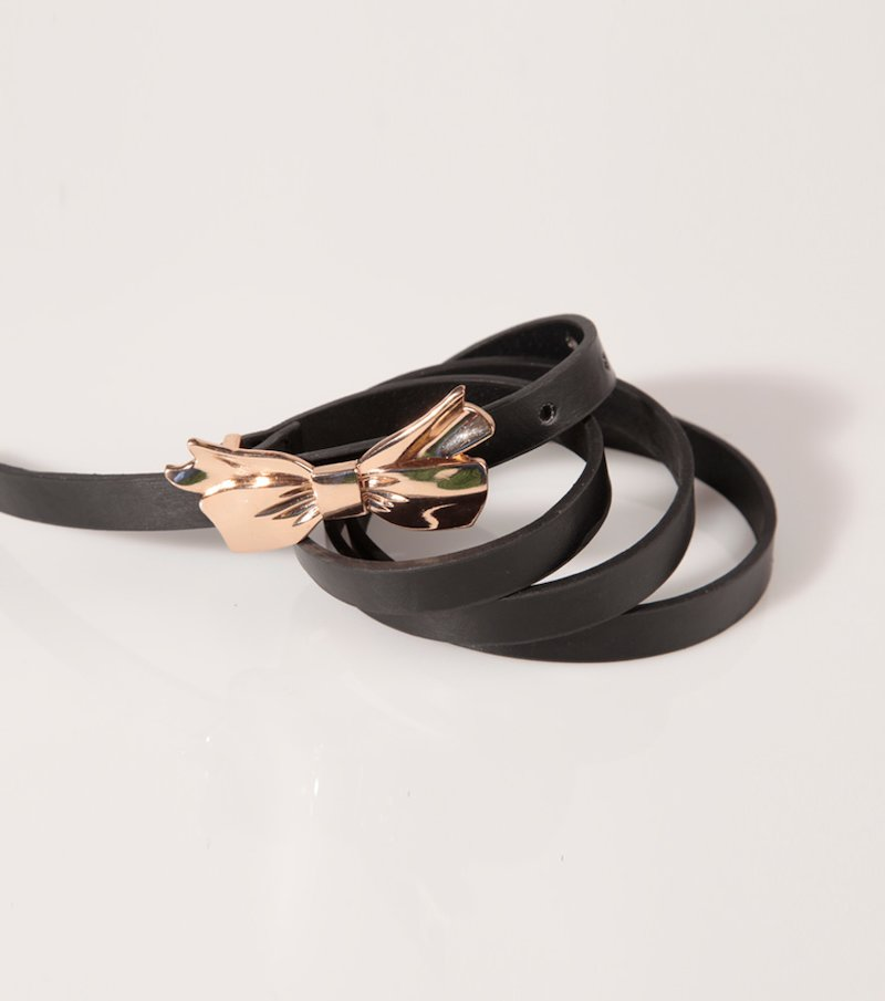 Cinturón mujer polipiel con hebilla metálica lazo
