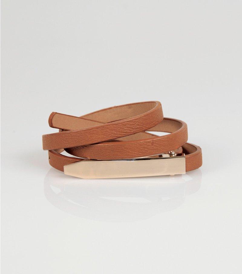 Cinturón con cierre de fantasía símil piel