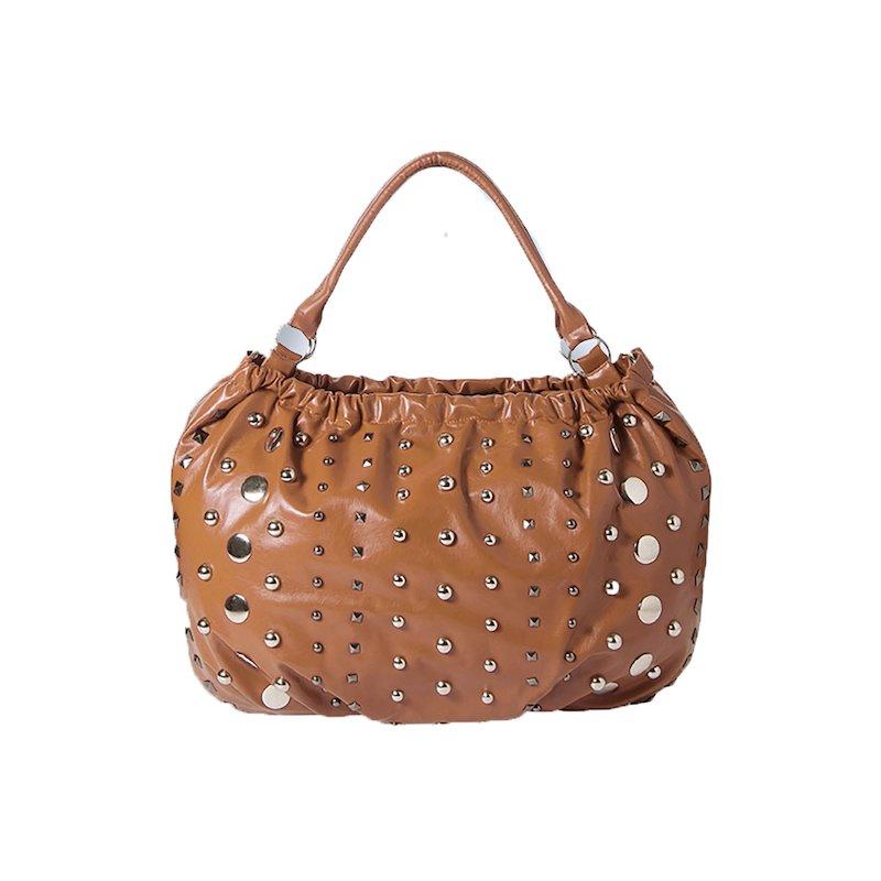 Maxi bolso mujer símil piel con tachuelas