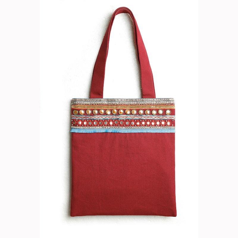 Bolso cuadrado de canvas con abalorios bordados