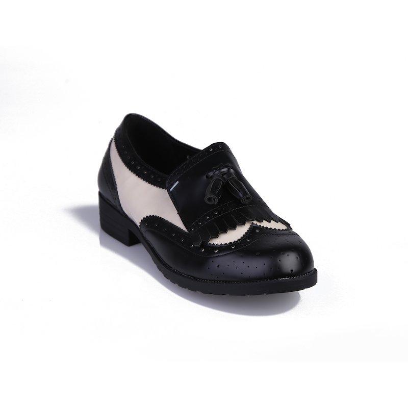 Zapato de mujer mocasín con solapa de flecos - Negro