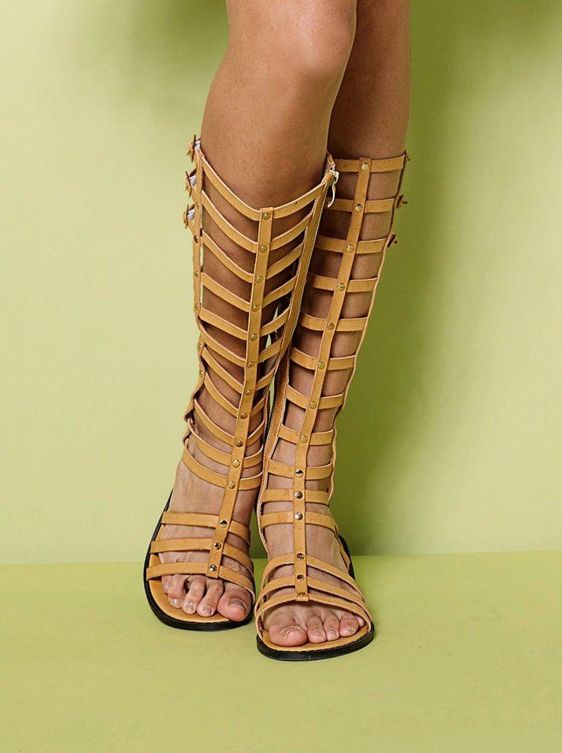 Sandalias romanas planas caña alta símil piel