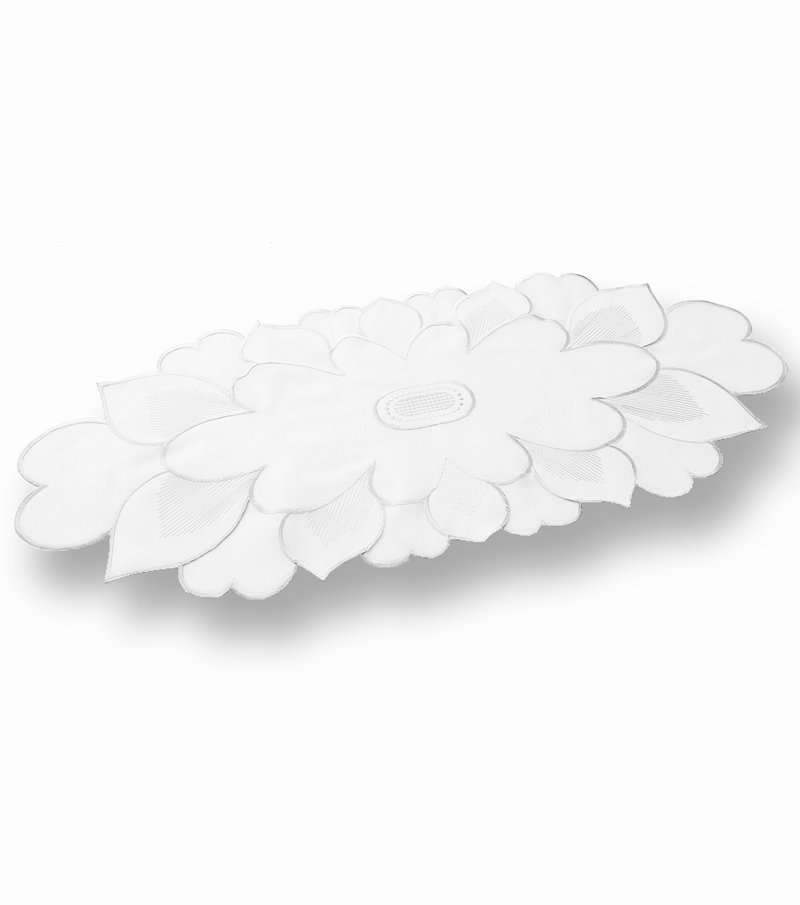 Camino de mesa de organza bordada