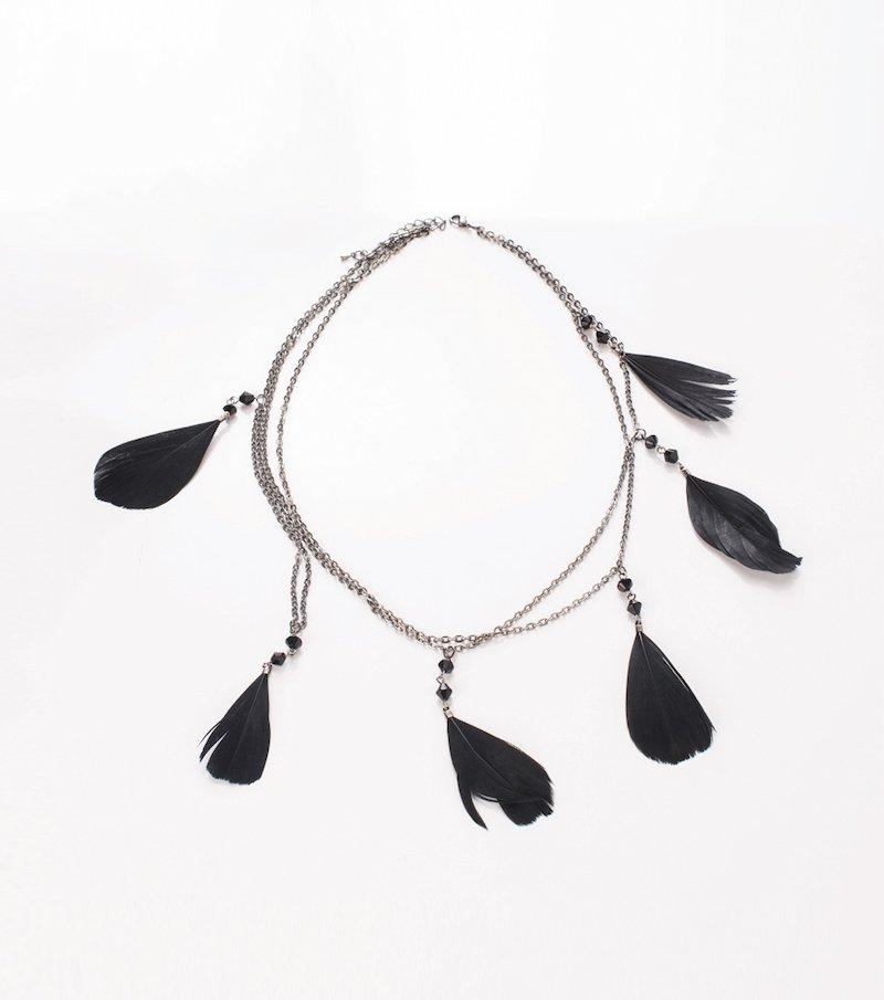 Collar de mujer con plumas sintéticas negras