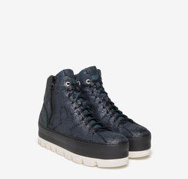Sneaker alta in pelle blu con suola bicolore