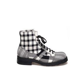 Frank<br />Men's desert boot black and white patchwork