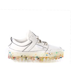Women's BOLD low-top white leather trainers with multicolour sole