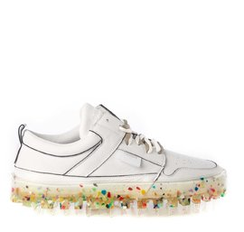 Men's BOLD low-top white leather trainers with multicolour sole