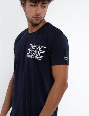 T-shirt con scritta da uomo