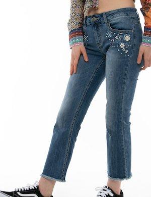 Jeans Yes Zee cropped con orlo sfrangiato e strass