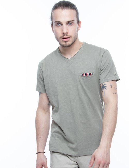 T-shirt Yes Zee con scollo a V - Verde