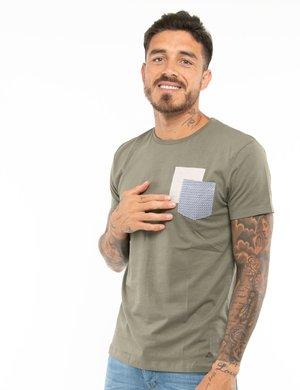 T-shirt Yes Zee con taschino a contrasto e toppa