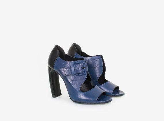 Offene, zweifarbige Schuhe