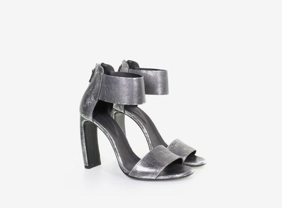 Sandalo in laminato con chiusura zip