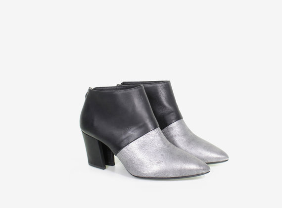 Laminated and leather low ankle boot
