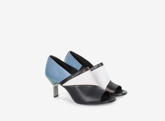 Chaussure à bout ouvert multicolore avec talon en acier