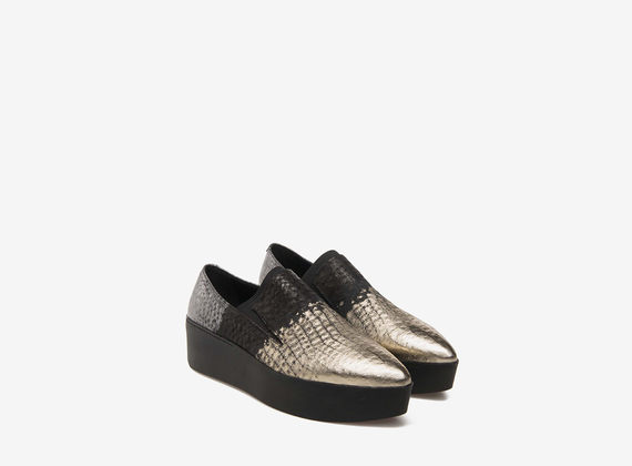 Metallic flatform slippers