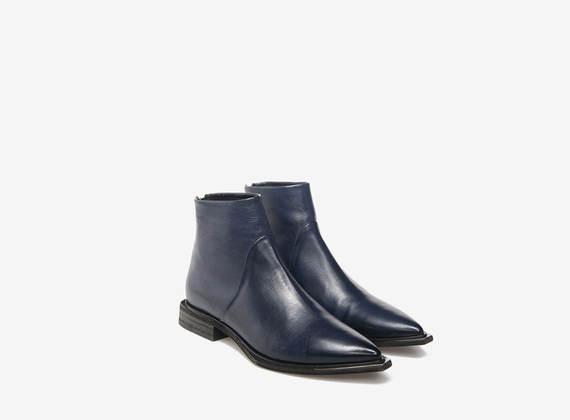 Boots in Blau mit Metallspitze