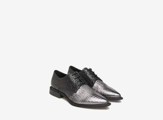 Metal-toed lace-up shoes