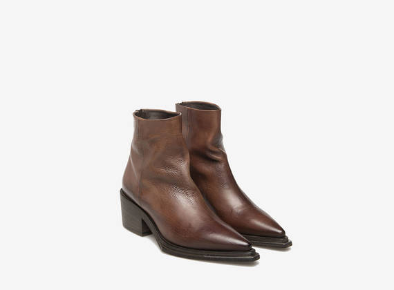 Stub leather ankle boots with metal zips