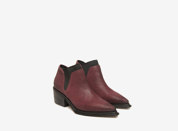 Printed ankle boots of flexible leather